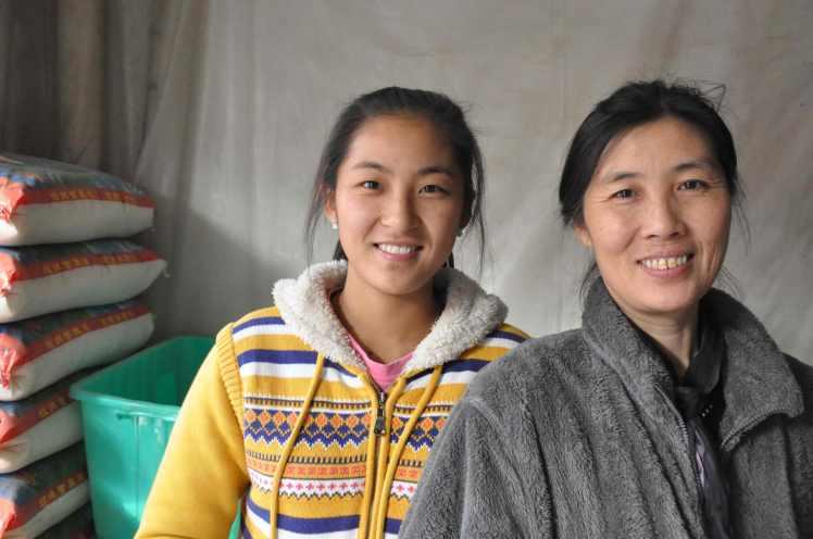 Shop-owner-&-daughter